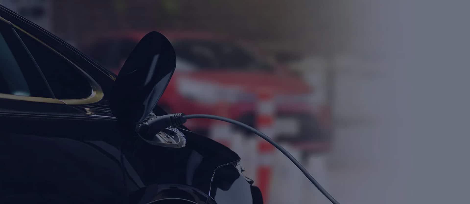 Elektromobilis ir krovimo kabelis