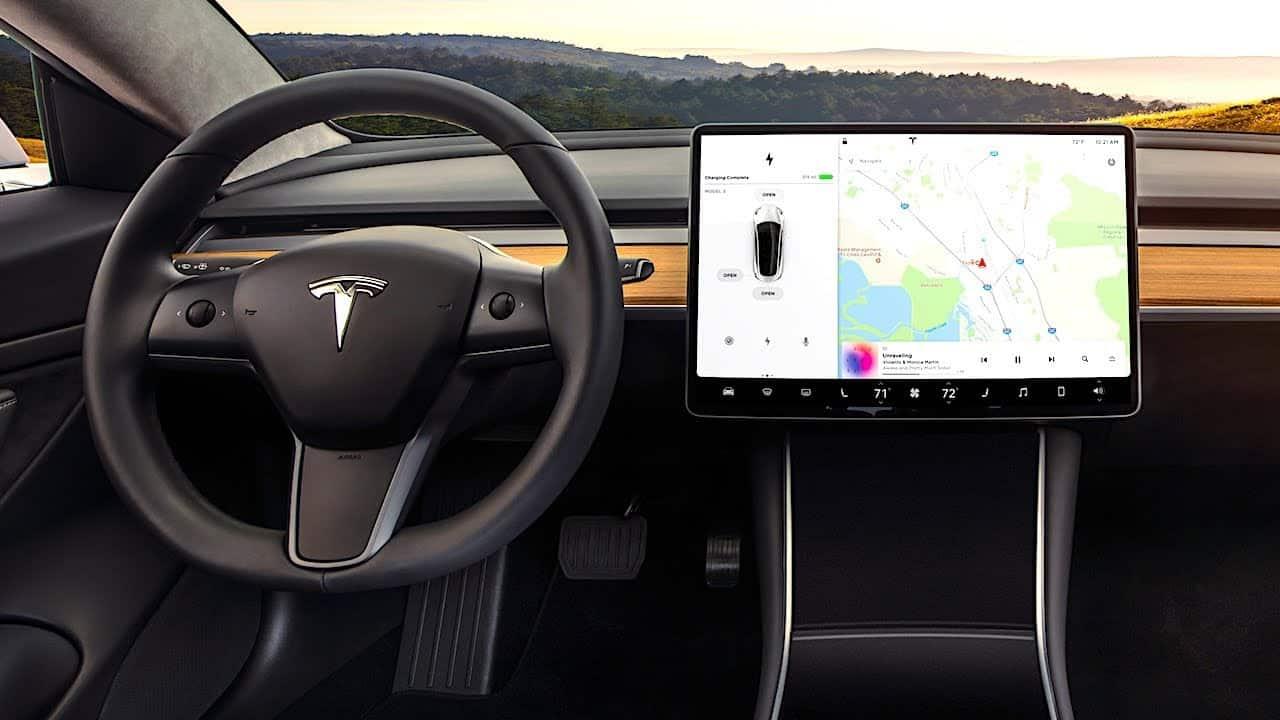 Elektromobilis Tesla model 3 - interjeras